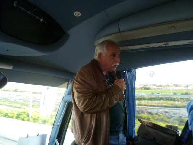 Tour guide Ronnie Cohen